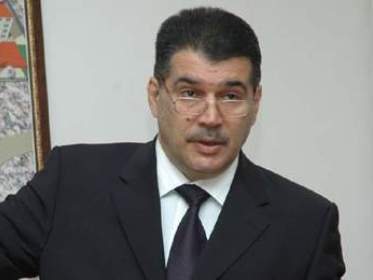 Arif Mehdiyevin Elşad Abdullayevi «professor» etməkliyi