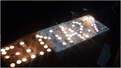 Jurnalistlər Elmar Hüseynovun xatirəsini onun evinin önündə anıblar