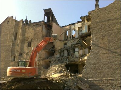 Şəmsi Bədəlbəyli küçəsində memarlıq abidəsi olan sonuncu binaya hücum edilib