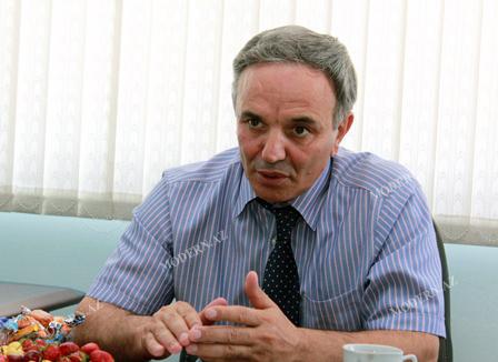 Əflatun Amaşov Cəmil Həsənlinin MŞ-dan uzaqlaşdırılmasının səbəbini açıqladı