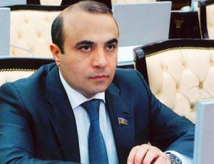 Azay Quliyev jurnalistləri təbrik etdi