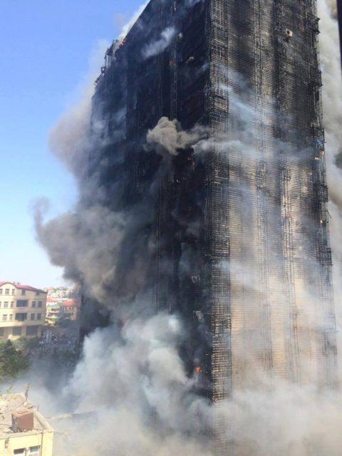 Azadlıq prospektində yanğın baş verən binanın son görüntüləri - FOTO