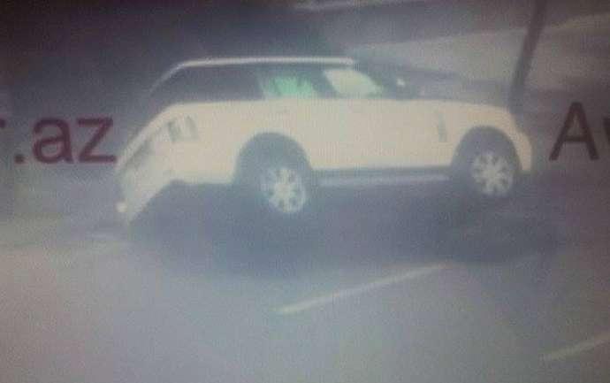 """""""Park bulvar""""ın qarşısında """"Range Rover"""" belə aşdı - VİDEO"""