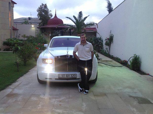 Hacı İbrahim milyonluq avtomobillərini satışa çıxardı – FOTOLAR