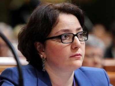 """Gürcüstanın qadın müdafiə naziri: """"Mənim üçün əsas hərbi geyim deyil…"""""""