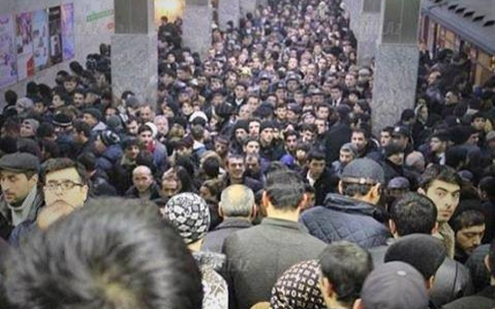 """""""Koroğlu"""" stansiyasındakı sərnişin sıxlığınınsəbəbi açıqlandı"""
