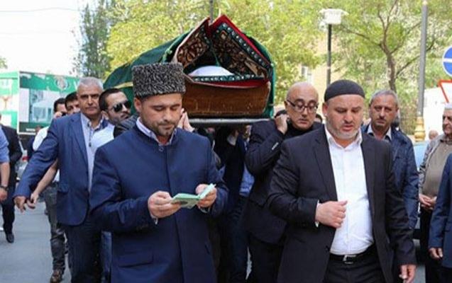 Azərbaycanın tanınmış politoloqu, keçmiş dövlət müşaviri Vəfa Quluzadə bu gün dəfn edilib.