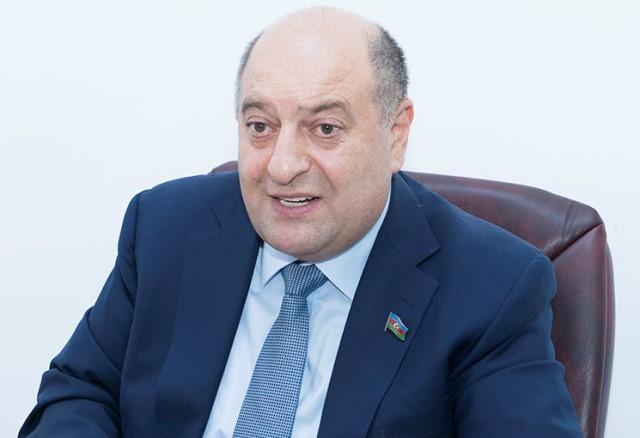 """Deputat həmkarı Sabir Rüstəmxanlını yıxdı-sürüdü: """"Gündüz müxalifət, gecə iqtidar..."""""""