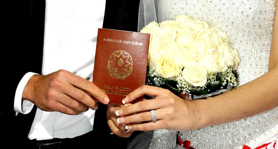 6 ayda 24 min nəfər evləndi