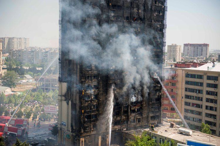 Yanan binanın sakinlərinə veriləcək konpensasiyanın həcmi müəyyən edildi - VİDEO