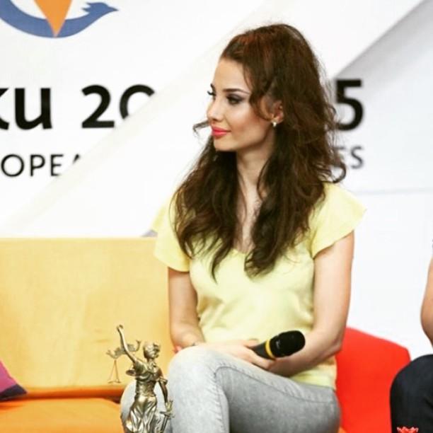 """Tanınmış teleaparıcı """"Unibank""""ı biabır etdi -FOTOFAKT"""
