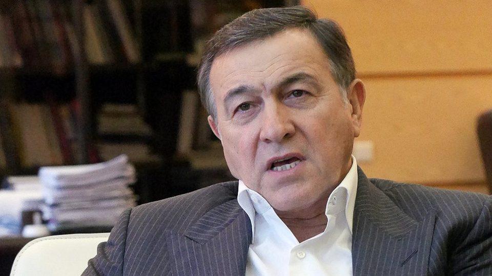 """Araz Ağalarov: """"Emin hər həftə onların yanına uçur"""""""