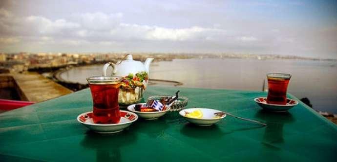 5 armudu stəkanlıq çay 3 manata satılır