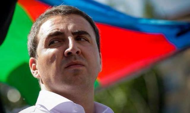 AXCP sədrinin müavini Əbülfəz Qurbanlı partiyadan istefa verdi