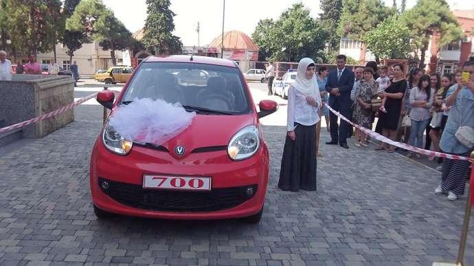 700 bal toplayan Asyaya avtomobil hədiyyə edildi - FOTOLAR