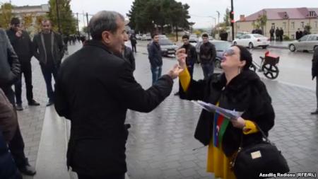 Elza Seyidcahan aksiya keçirdi, bir nəfər saxlanıldı (VİDEO)