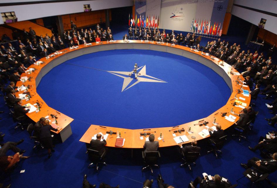 """NATO Egey dənizində """"anti-miqrasiya"""" əməliyyatına başlayır"""