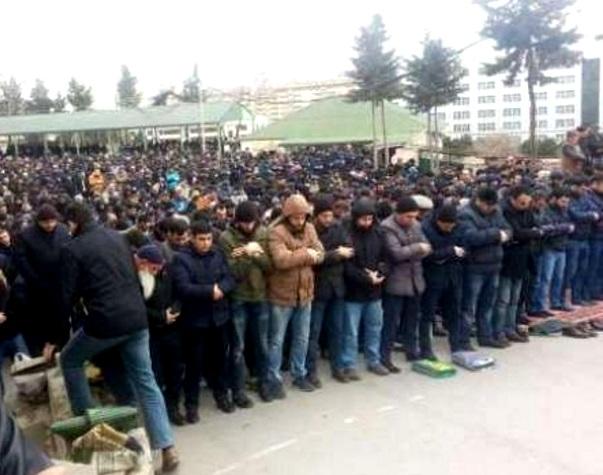 Bakıda izdihamlı cümə namazında Ankaradakı terror lənətləndi