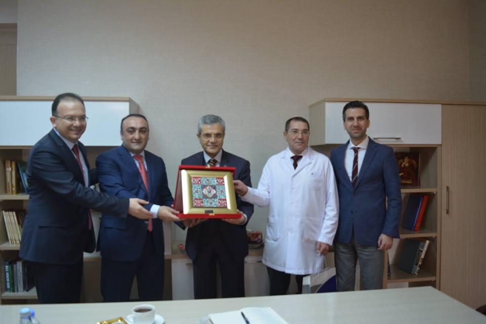 Medipol Meqa Universiteti Tədris Cərrahiyyə Klinikasının qonağı oldu - FOTO