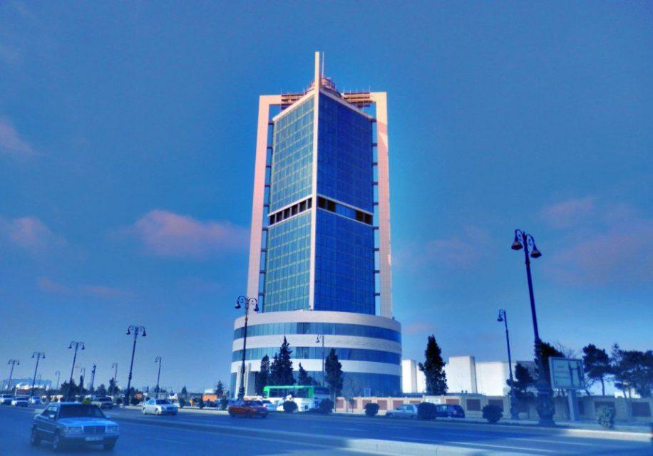 Dövlət Neft Fondu 26 banka 100 milyon ABŞ dollar satdı