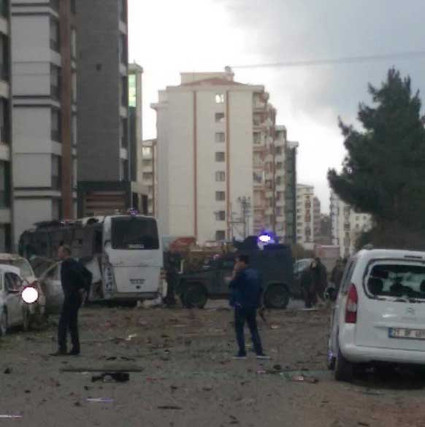 Türkiyənin Diyarbəkir şəhərində terror aktı törədilib, 6 polis həlak olub, 23 nəfər yaralanıb - VİDEO - YENİLƏNİB 1
