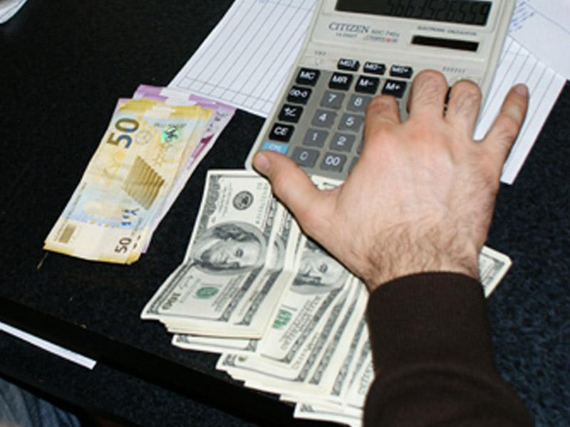 Bu gün banklara daha 12 mln. dollar satılıb