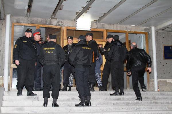 Ermənistanda cinayətdə əli olan polis rəisləri işdən çıxarıldı
