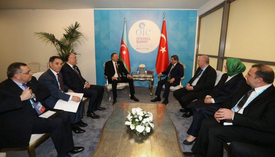 Türkiyə baş nazirinin adından sammit iştirakçılarının şərəfinə nahar verilib