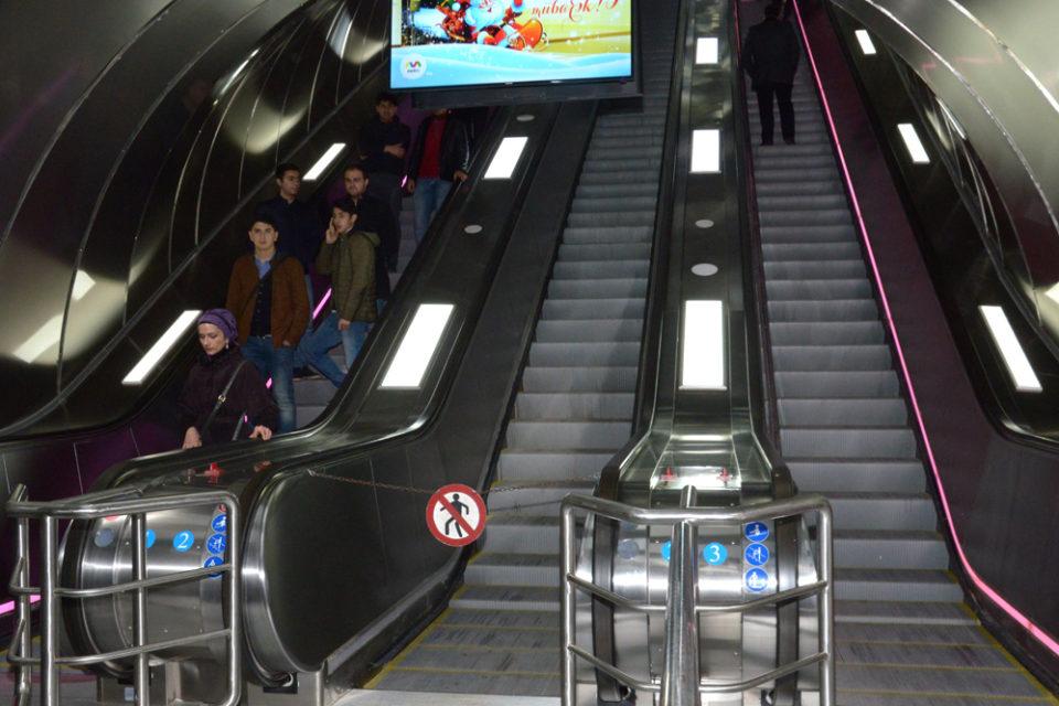 """""""Elmlər Akademiyası"""" metro stansiyasının vestibüllərindən biri bağlanır"""