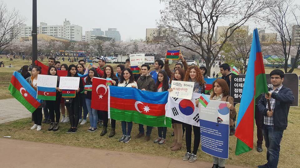 Azərbaycanlılar Koreyada erməni təxribatına qarşı aksiya keçiriblər