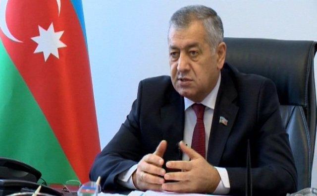 Vahid Əhmədov bankirləri parlamentə dəvət edir