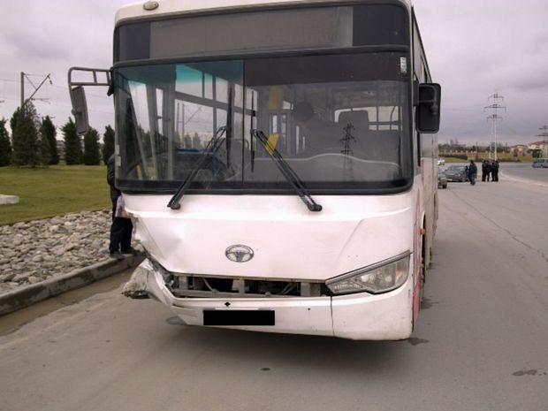 Bakıda avtobus qucağındaqızı olan ananı vurub