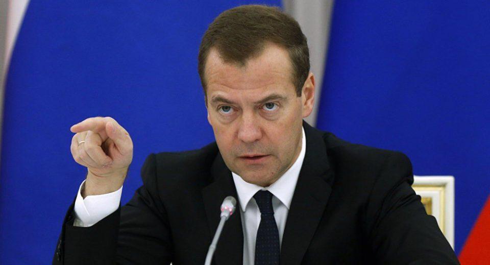 Dmitri Medvedev Azərbaycanarəsmi səfərə gəldi...