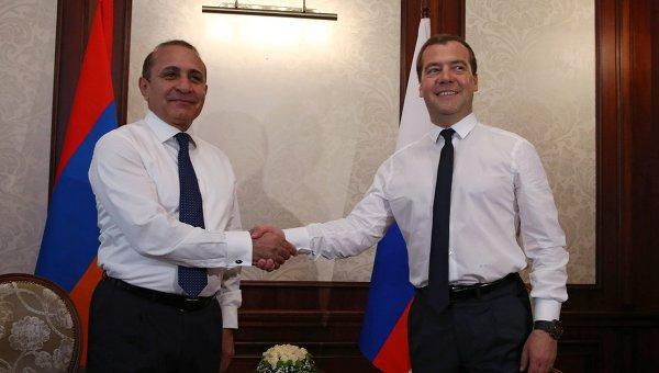 Ermənistanın Baş naziri Moskvaya gedir