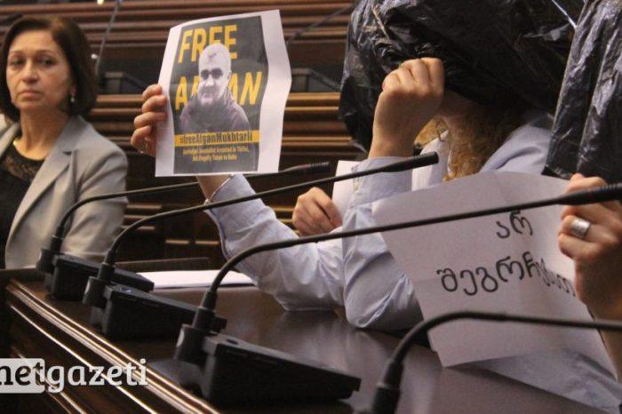 Gürcüstan parlamentində Əfqan Muxtarlı aksiyası