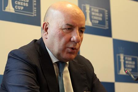 Elman Rüstəmov dövlətə borclu olduğu 700 milyonu qaytarmır