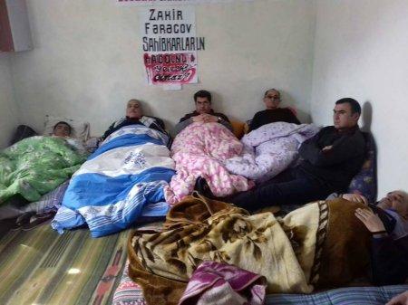 ''Polislər təpik, yumruqla bizi otaqdan çıxardılar''
