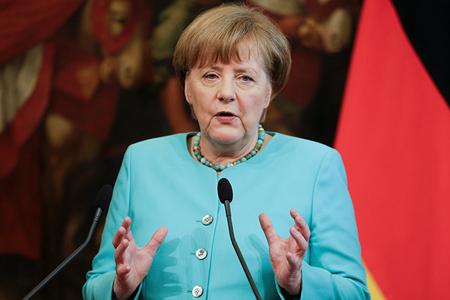 """Angela Merkel: """"Almaniya Suriyada heç bir hava hücumunda iştirak etməyəcək"""""""