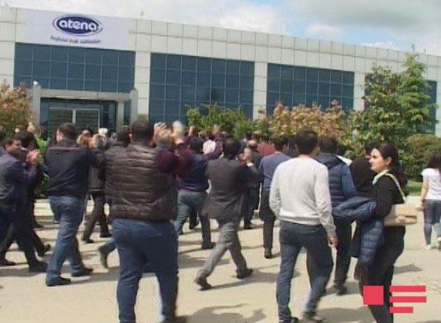 """""""Atena"""" şirkətinin işdən çıxarılan 250-dən çox işçisi etiraz aksiyası keçirib –FOTOLAR"""