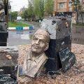 Şəhriyarın büstü İranda dağıdıldı –FOTO