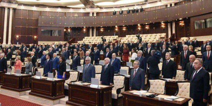 Deputatların maaşı artırılır