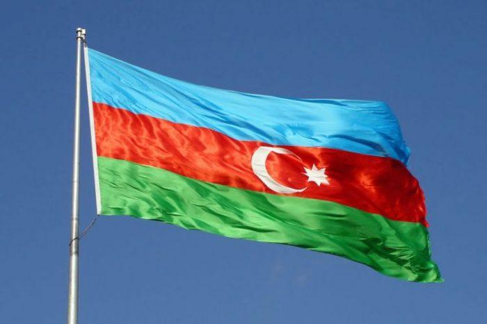 Azərbaycan dövlət bayrağının asılması qaydasında anlaşılmazlıq - ARAŞDIRMA