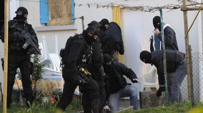 Gəncədə polisi bıçaqlayanlardan biri öldürüldü - SİLAHLI QARŞIDURMA